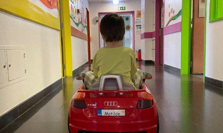 Pediatria do HESE recebe três mini automóveis para crianças