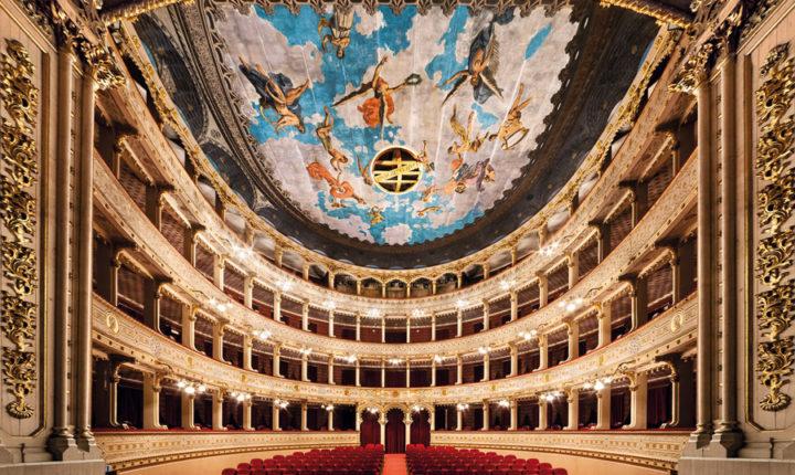 """Visitas revelam """"segredos do Teatro Garcia de Resende"""
