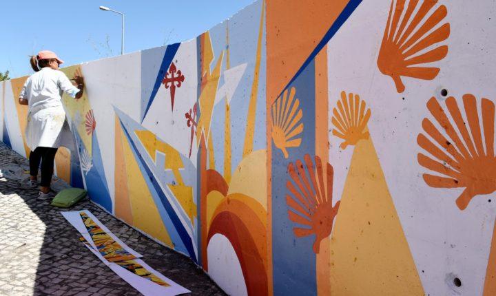 Caminhos de Santiago homenageados em pintura numa das entradas de Santiago do Cacém