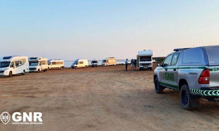 GNR identifica 17 pessoas pela prática de campismo e caravanismo ilegal no litoral alentejano
