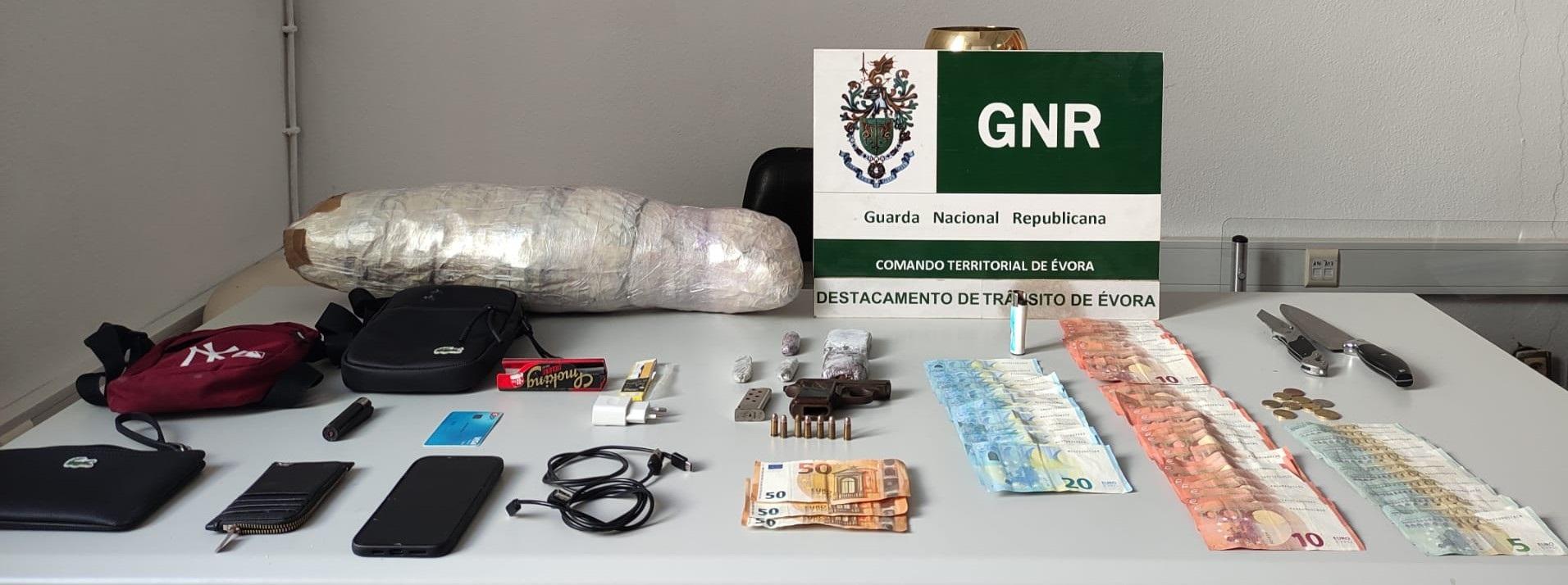 Dois homens detidos em flagrante por posse de droga no concelho de Évora