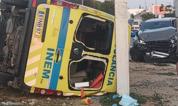 Ambulância capota em Évora sem fazer vítimas